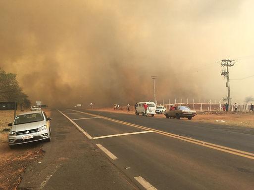 Catiguá suspende aulas e cancela atendimentos de Saúde após incêndio em área rural