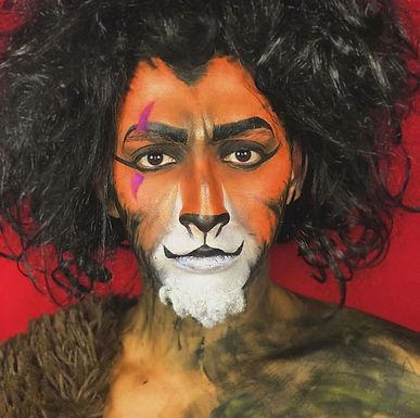 Catanduvense se transforma em personagens famosos com maquiagem artística