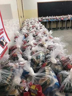 Prefeitura de Elisiário distribui kits de alimentos para alunos da rede municipal