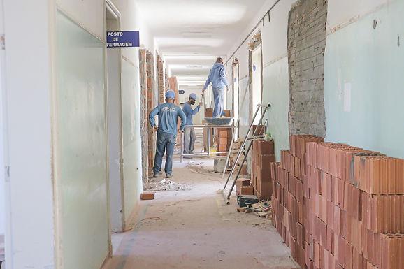 Revitalização da Ala Amarela do Hospital Emílio Carlos evolui 20% em um mês