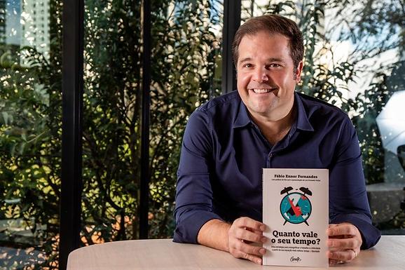 Fábio Fernandes estreia na lista de mais vendidos da Revista Veja