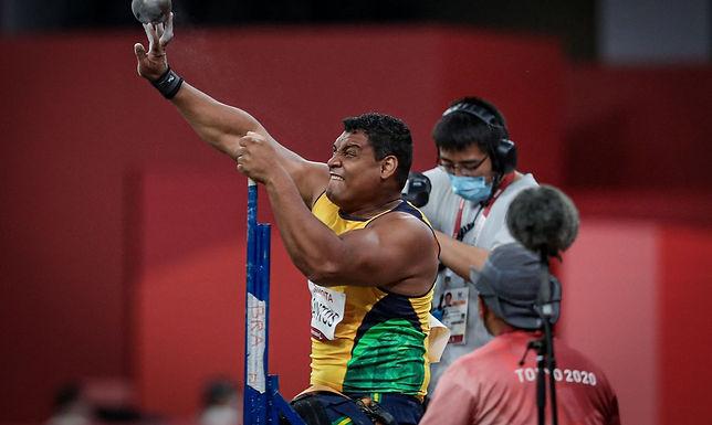 Wallace Santos é ouro, com recorde mundial no arremesso de peso