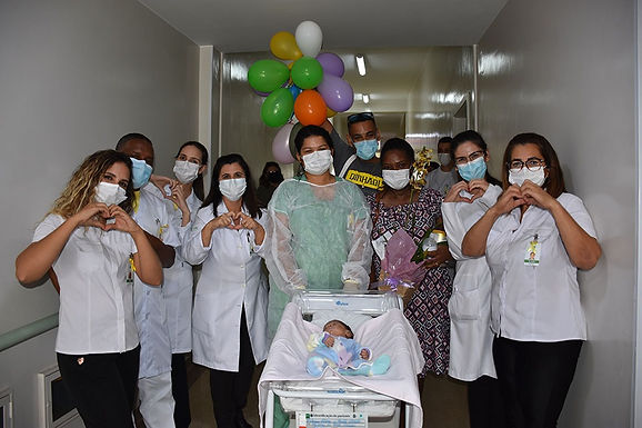 Bebê volta aos braços da mãe após 78 dias de internação