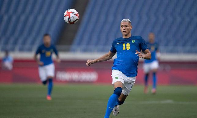 No sexto dia da Olímpiada, Brasil avança no futebol e na canoagem