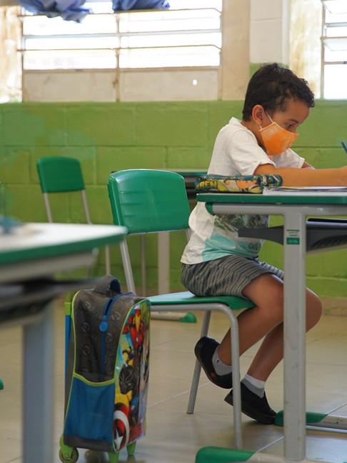 Com rodízio nas escolas, mães relatam que não têm com quem deixar os filhos