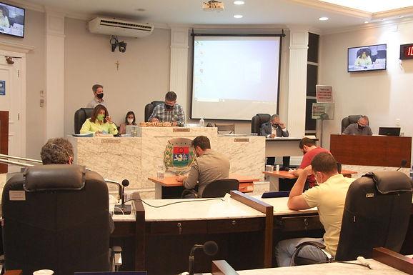 Vereadores analisam 10 projetos e as contas do município de 2018 da gestão Macchione