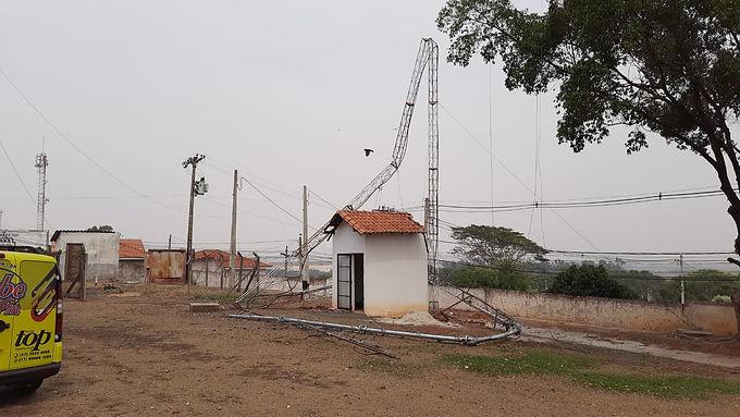 Torre de transmissão de rádio cai em Santa Adélia e assusta moradores