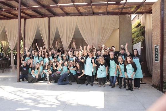 Grupo Voluntários do Bem reforça vendas de convites para lançamento de livro