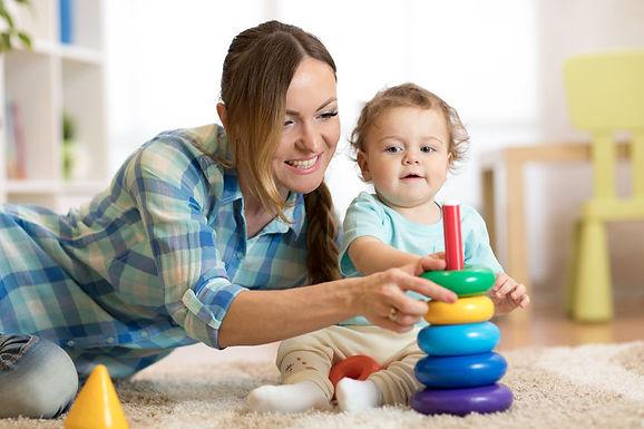 Prefeitura de Santa Adélia e Sebrae oferecem cursos sobre cuidados com a criança