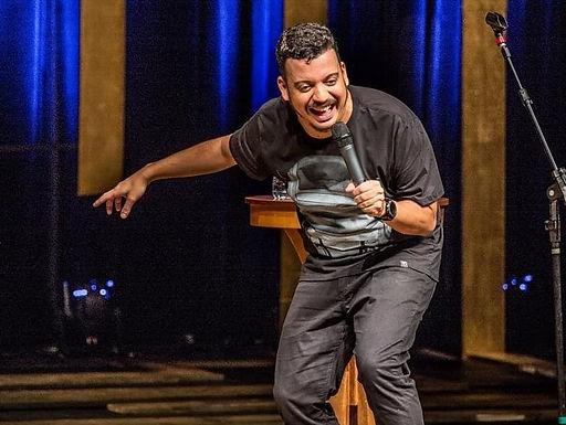 Rodrigo Marques apresenta 'O Inimigo do Nível' no Teatro Municipal neste domingo