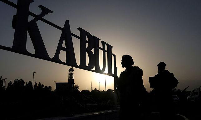 Talibãs vão adotar temporariamente Constituição datada da monarquia