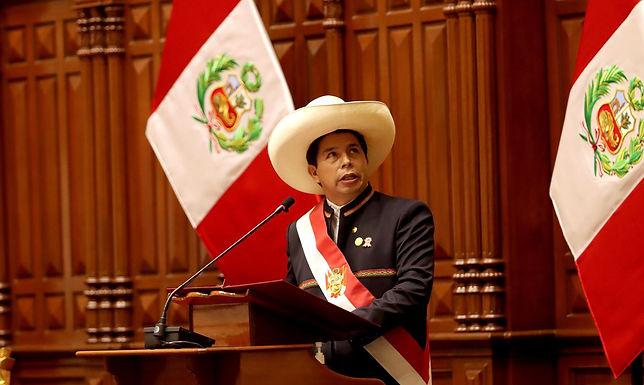 Castilho assume Presidência do Peru e defende país sem corrupção