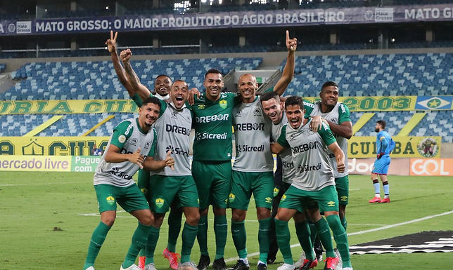 Cuiabá vence Atlético-GO e sai do Z4 do Brasileirão