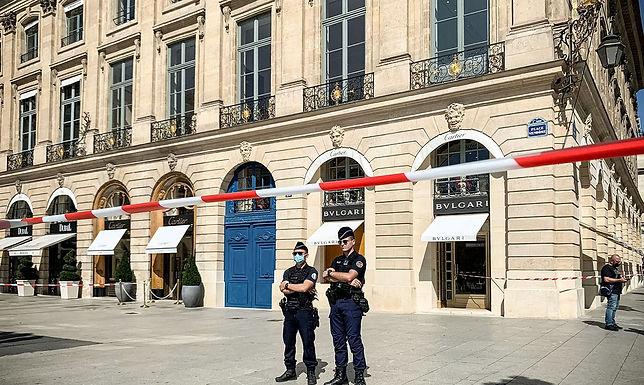 Suspeitos são capturados em perseguição após roubo de joias em Paris