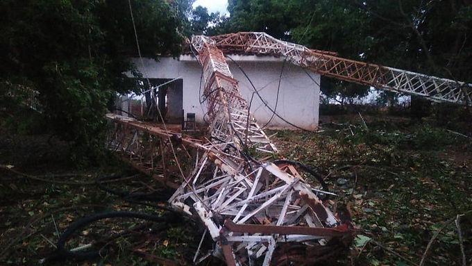 Vendaval derruba torre das rádios Ondas Verdes e Mix FM