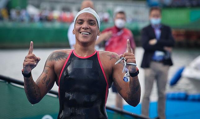 Ana Marcela Cunha é ouro na maratona aquática