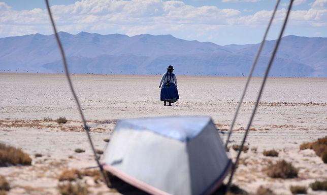 Lago seca na Bolívia e cientistas temem que nunca mais volte a encher