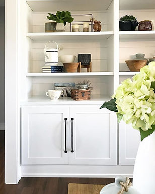styled shelves, shelf styling, greenery, shelf decor, wrought iron handle, hydrangeas, built in bookcase, built in shelving, vignette, shelf vingette, styling, grouping, s+e designs
