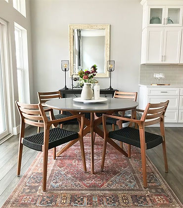 Home Staging - Kitchen table staging with rug and mirror