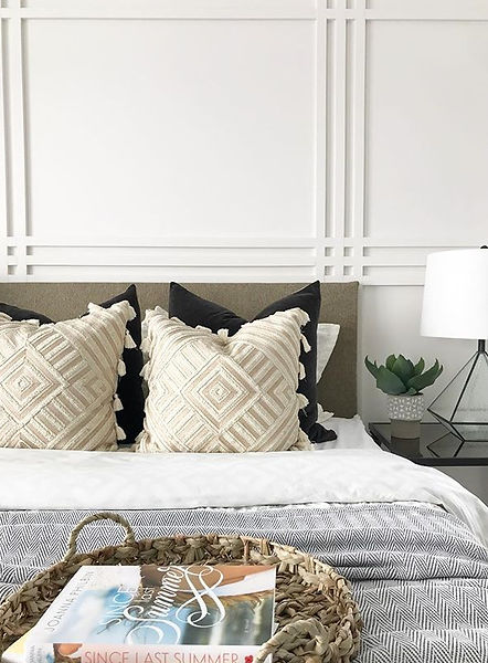 Home Staging - Bedroom with wall panneling