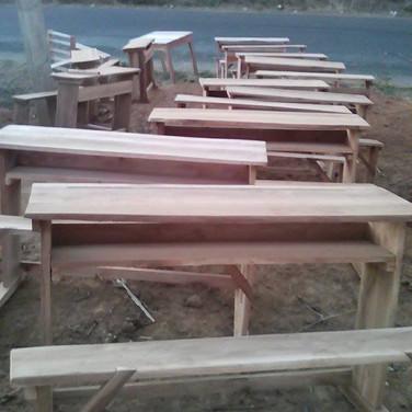Livraison des 60 tables-bancs