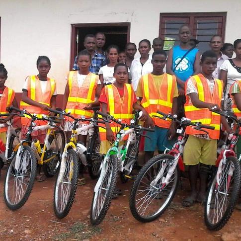 les 10 élèves équipés de vélo