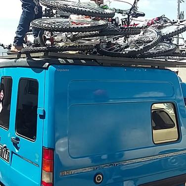 Chargement des vélos en boutique