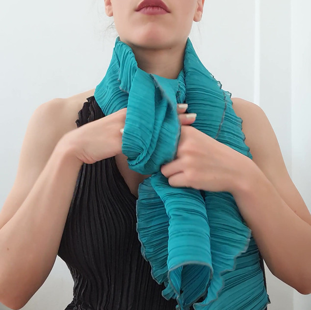 How to wear your Classic pleated scarf 2