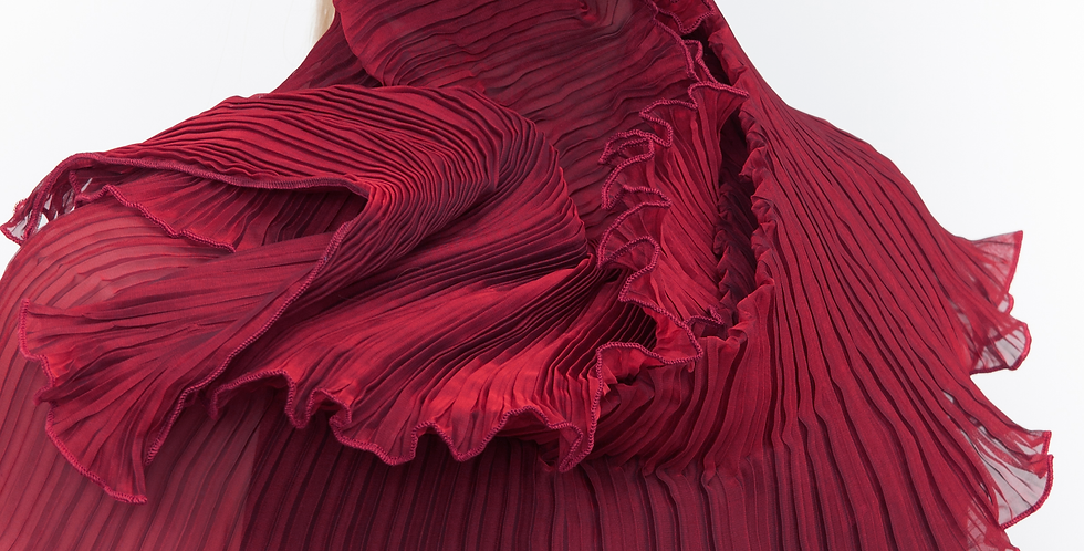 Classic Pleated Scarf. Reds