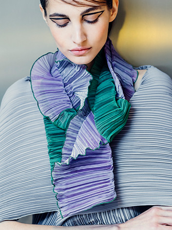 Two - tone Pleated Scarves