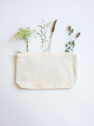 Zip bag with base gusset