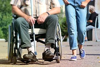 Solution de répit à domicile pour les aidants familiaux. Accompagnement personnes dépendantes et en situation de handicap. Société Une Parenthèse