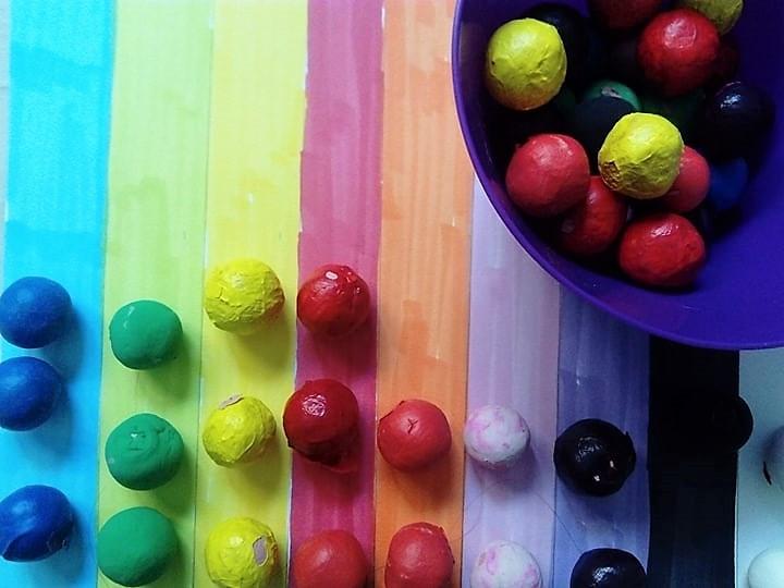 Le tri des couleurs-La boîte à couleurs, labulleomomes.com