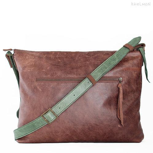 Calipso. Brown leather crossbody bag