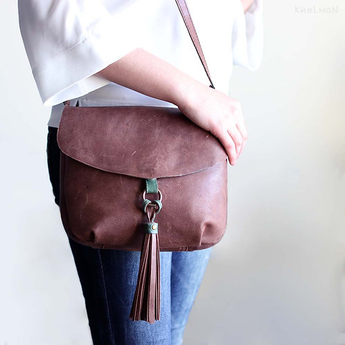The size of Alice M crossbody leather bag