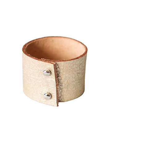 Light golden leather bracelet