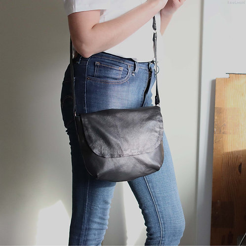 Amy. Black lamb leather crossbody bag with a flap