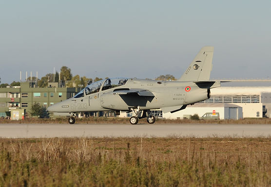 Leonardo: first two M-345 jet trainer aircraft delivered to the Italian Air Force