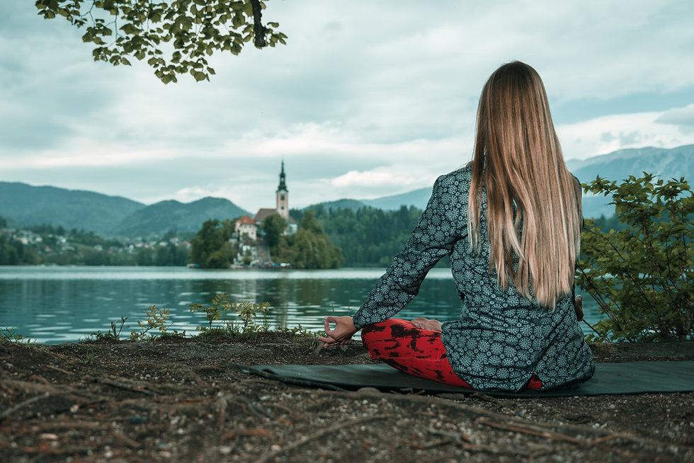 mindful-meditation-by-the-lake-P3CBBYB.j