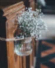 Fleurs dans un pot en verre