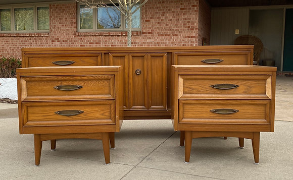 "|CUSTOMIZE| United Furniture bedroom set- 72"" L x 19"" Dx 30"" T"