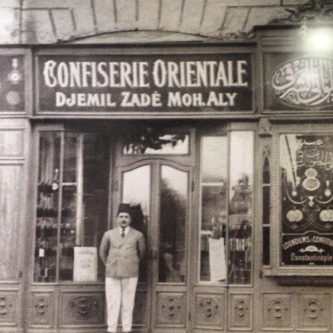 Cemil Bey Mısır'daki Mağazası önünde