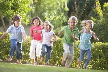 Παιχνίδια εξωτερικού χώρου για τα παιδιά: οφέλη και ανησυχίες