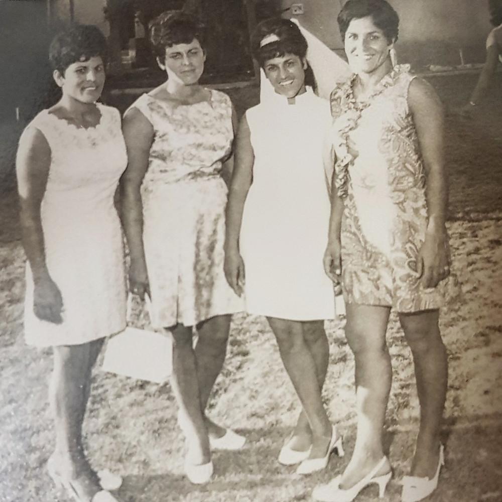 אמא של והאחיות שלה ביו החתונה
