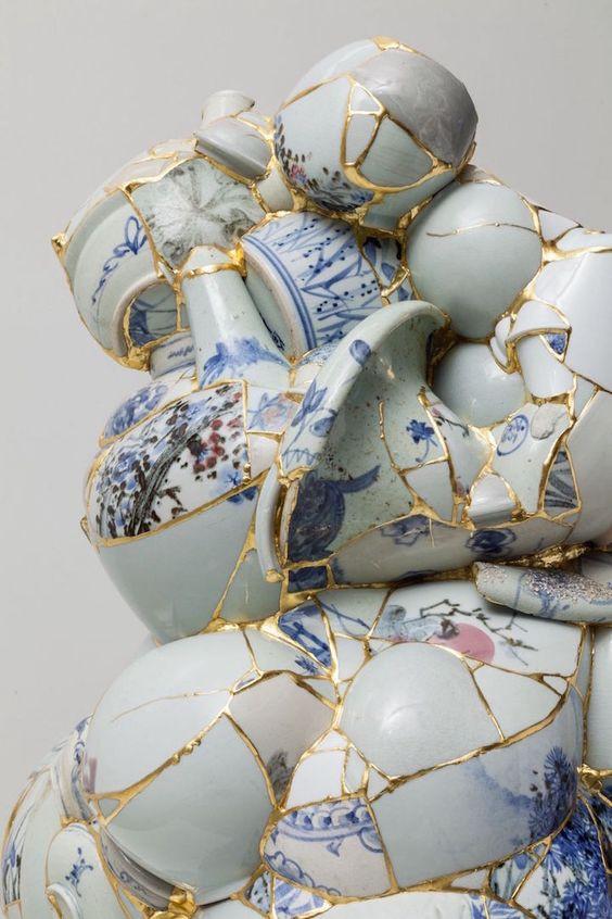 """דוגמה נוספת לאמנות קינסוגי. הכלים מקבלים פרשנות חדשה, ע""""י פירק והרכבה מחדש."""