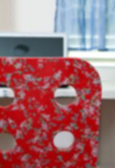 כיסא משרדי מאיקאה שעבר שדרוג בניירות דקופאז צילום הגר דופלט.'