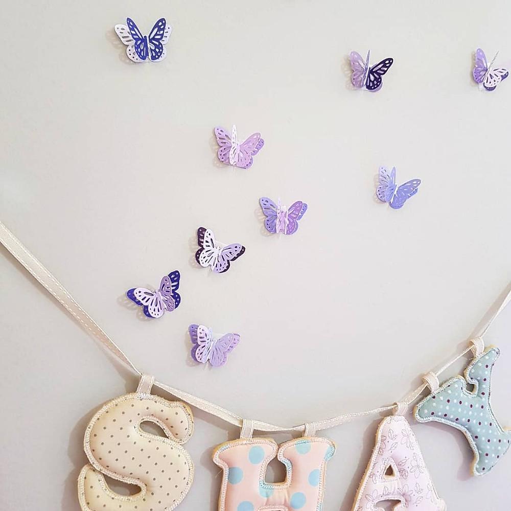 קיר של פרפרים