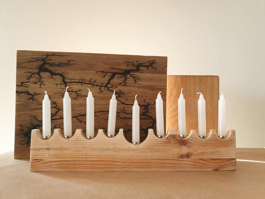 חנוכייה מעוצבת מעץ אורן