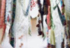 פרט של אהיל למנורה מסרטי בד בצבעים שונים