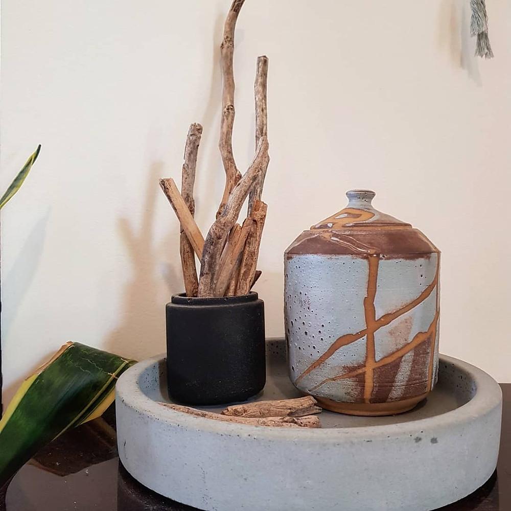 פינה בבית, אגודת ענפים בתוך צנצנת בטון